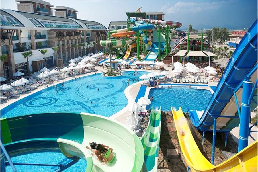 Crystal Waterworld Resort 5*
